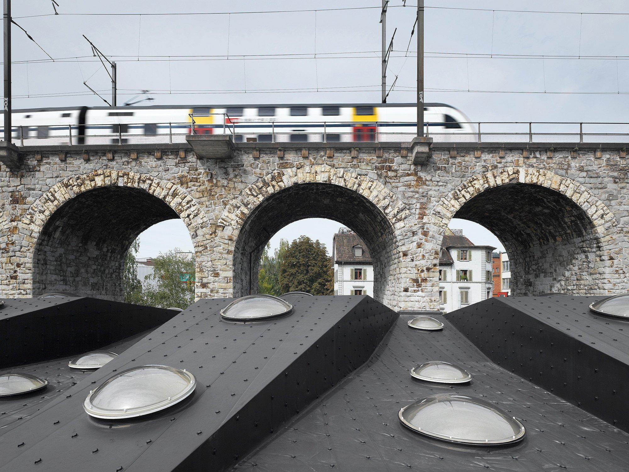 markthalle und viaduktb gen in z rich geneigtes dach b ro gewerbe baunetz wissen. Black Bedroom Furniture Sets. Home Design Ideas