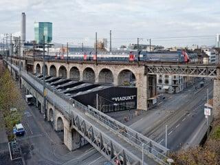 Die erste Markthalle in Zürich, errichtet zwischen dem niedrigen Letten- und dem höheren Wipkinger-Viadukt