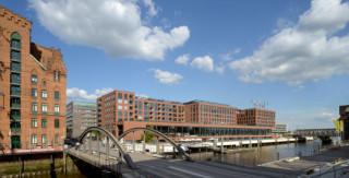 Die Elbarkaden erstrecken sich mit einer Länge von 170 Metern entlang des ehemaligen Mageburger Hafens in Hamburg
