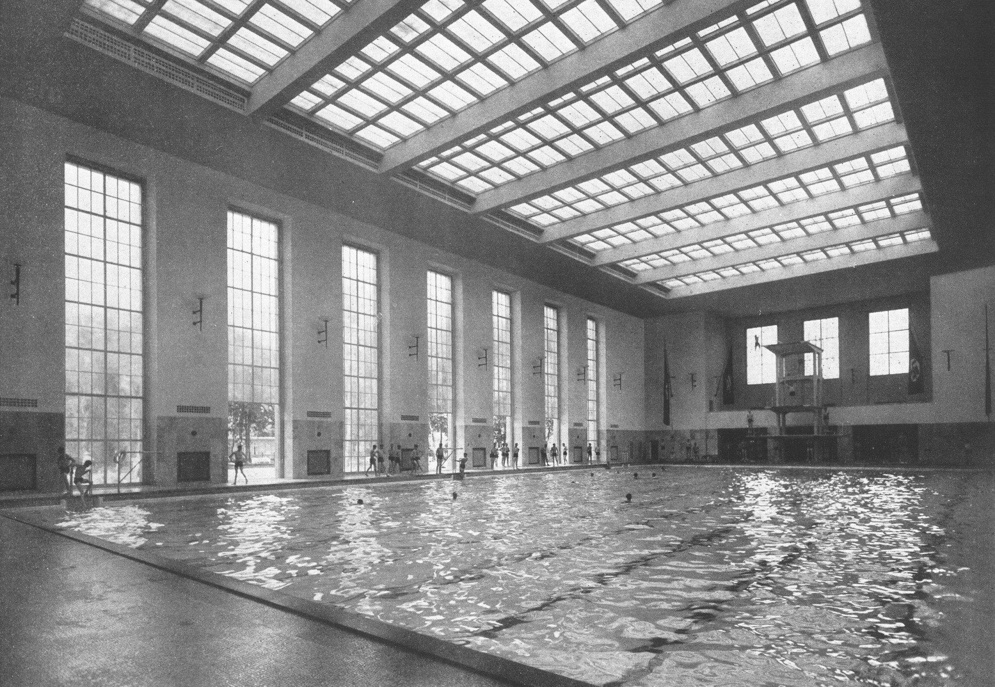 Schwimmhalle finckensteinallee in berlin fliesen und - Schwimmbad architektur ...