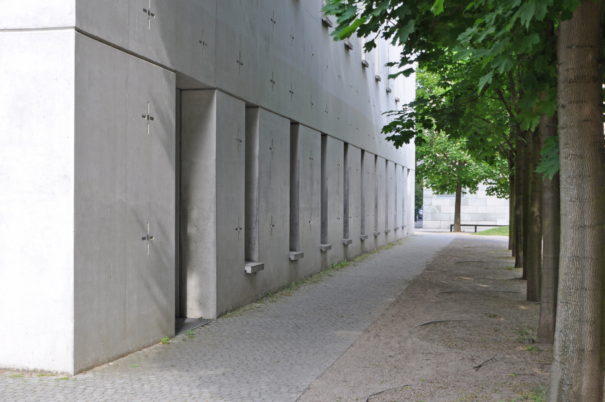 St canisius kirche in berlin bauphysik kultur bildung - Schmale fenster ...