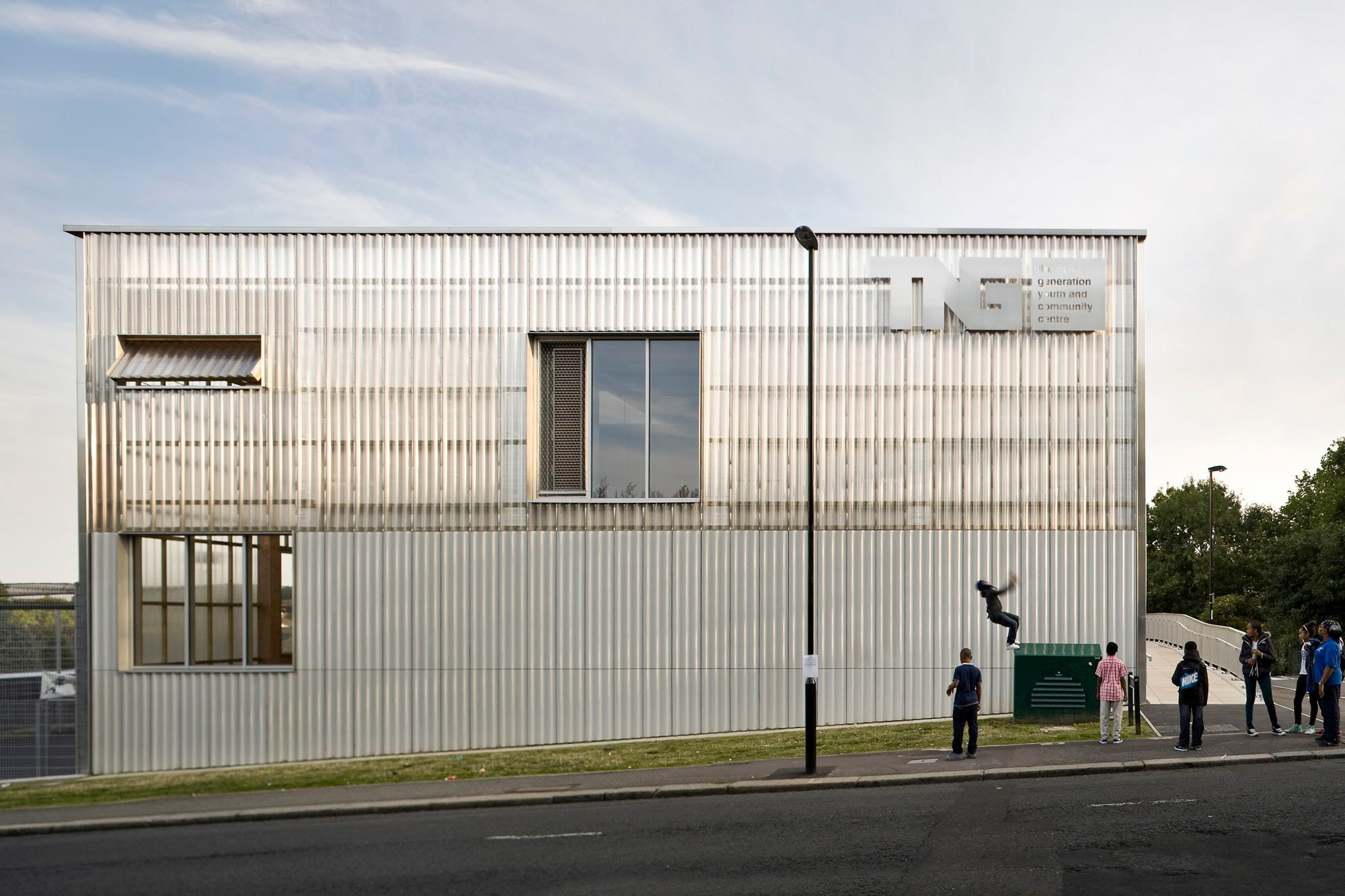 Tng youth and community centre in london fassade sport for Architektur 4 1
