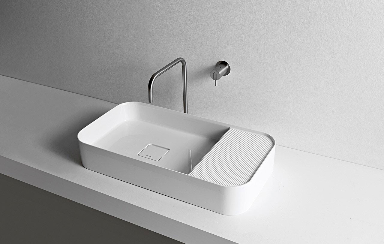 d nnwandige waschbecken mit feinem relief bad und. Black Bedroom Furniture Sets. Home Design Ideas