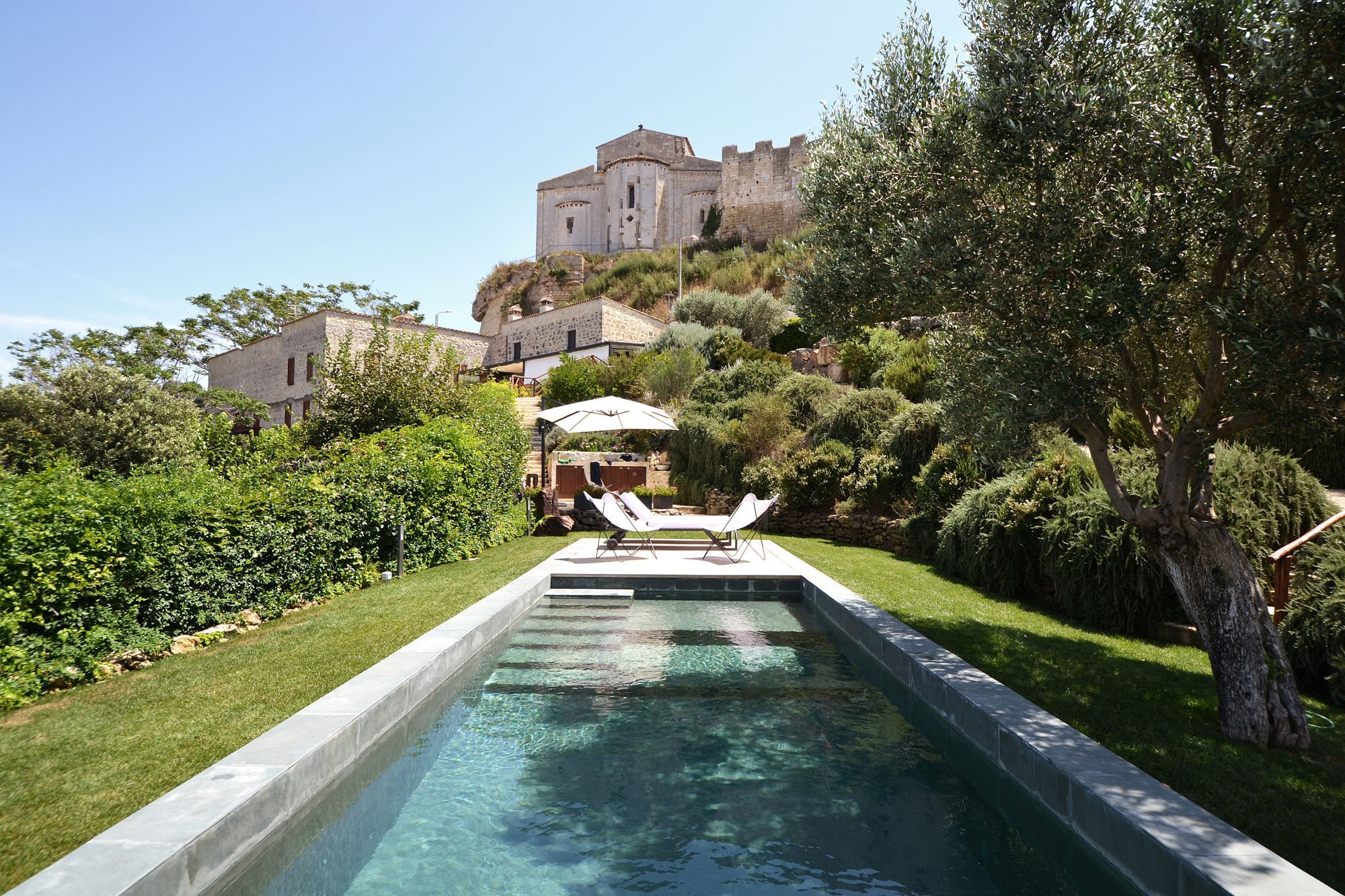 Marvelous Das Schwimmbecken Befindet Sich Im Garten Einer Alten Villa Unterhalb Der  Stadtmauer Von Tarquinia