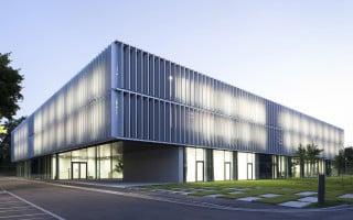 Das RMC bietet auf drei Geschossen und rund 8.000 Quadratmetern ausreichend Platz für die Forschung