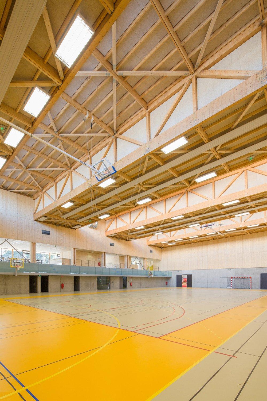 Sporthalle des hacine cherifi gymnasiums in rillieux la for Fachwerk bildung
