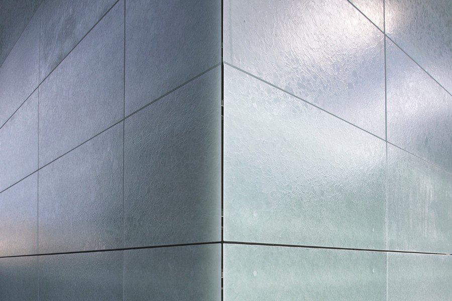 transluzente glaskeramikplatten fassade news produkte archiv baunetz wissen. Black Bedroom Furniture Sets. Home Design Ideas
