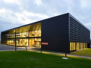 Im Kommunikations- und Schulungszentrum mit Plusenergie-Standard wird nachhaltige und ressourceneffiziente Technik präsentiert