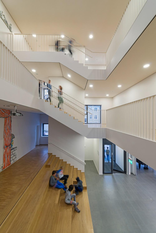 Fichte gymnasium in karlsruhe glas bildung baunetz for Schule design