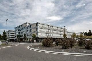 Auf einem zentralen Grundstück des Neubauviertels schufen die Architekten ein Gebäudeensemble mit einer Nutzfläche von knapp 23.800 Quadratmetern
