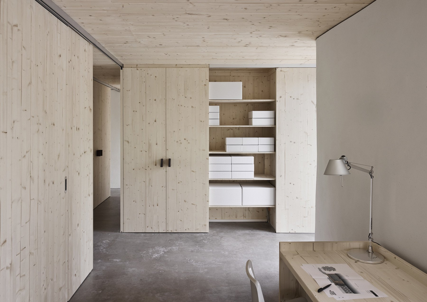 In Die Hülle Aus Stroh Stellten Die Architekten Hölzerne Wohnboxen