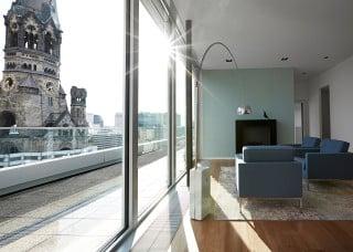 Von der Lobby im 6. Obergeschoss hat man eine grandiose Aussicht auf das Berliner Wahrzeichen Gedächtniskirche