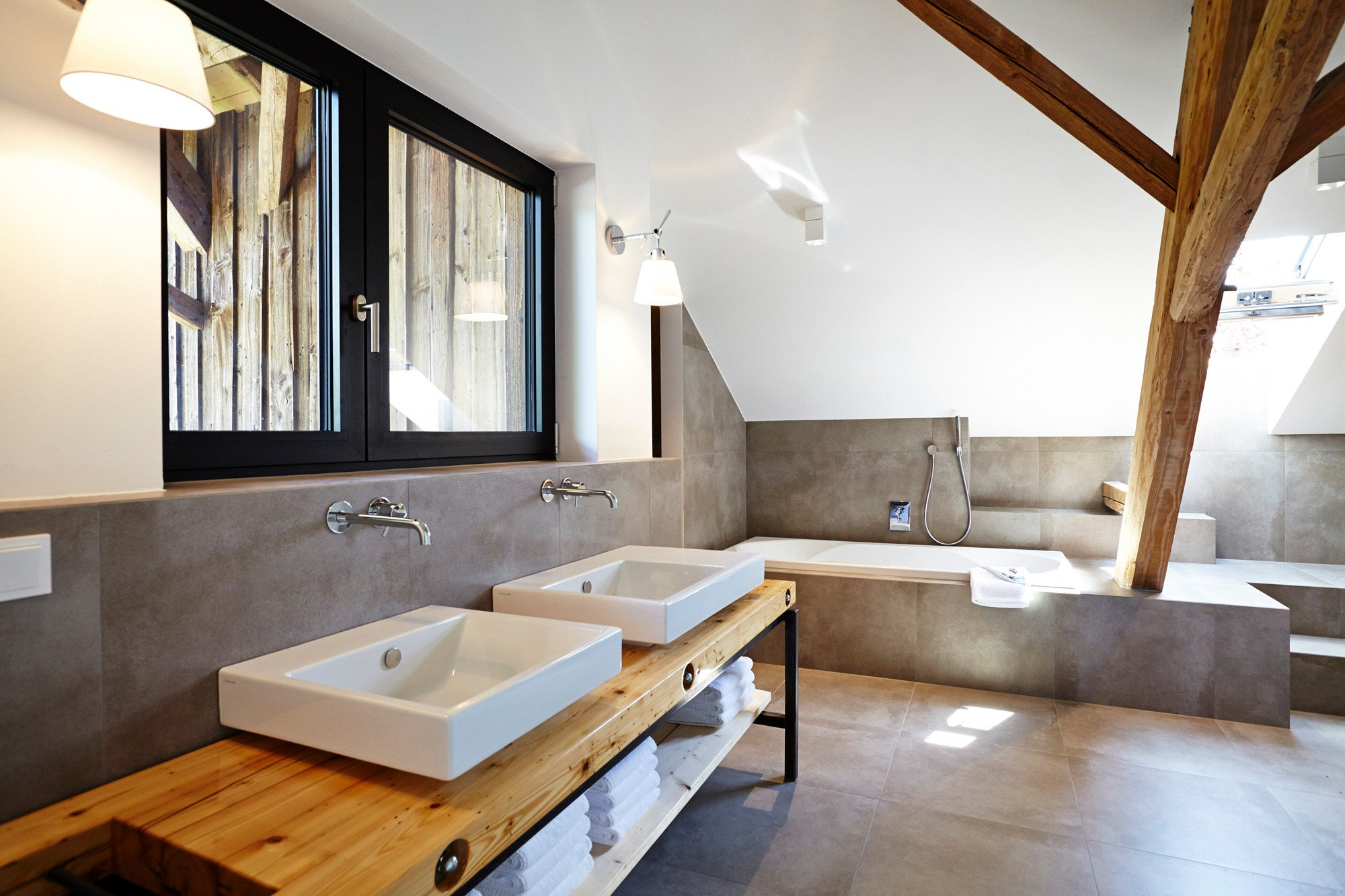 scheunenumbau in parkstetten nachhaltig bauen wohnen baunetz wissen. Black Bedroom Furniture Sets. Home Design Ideas