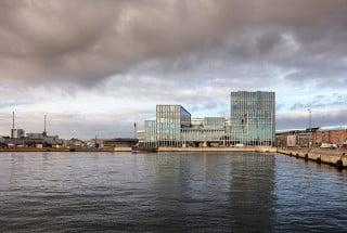 Der Bürokomplex für das Modeunternehmen Bestseller steht direkt am Ostsee-Hafen von Aarhus