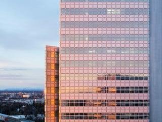 Der HVB-Tower erfuhr eine energetische Sanierung; zudem konnte die Nutzfläche innerhalb des Gebäude vergrößert werden