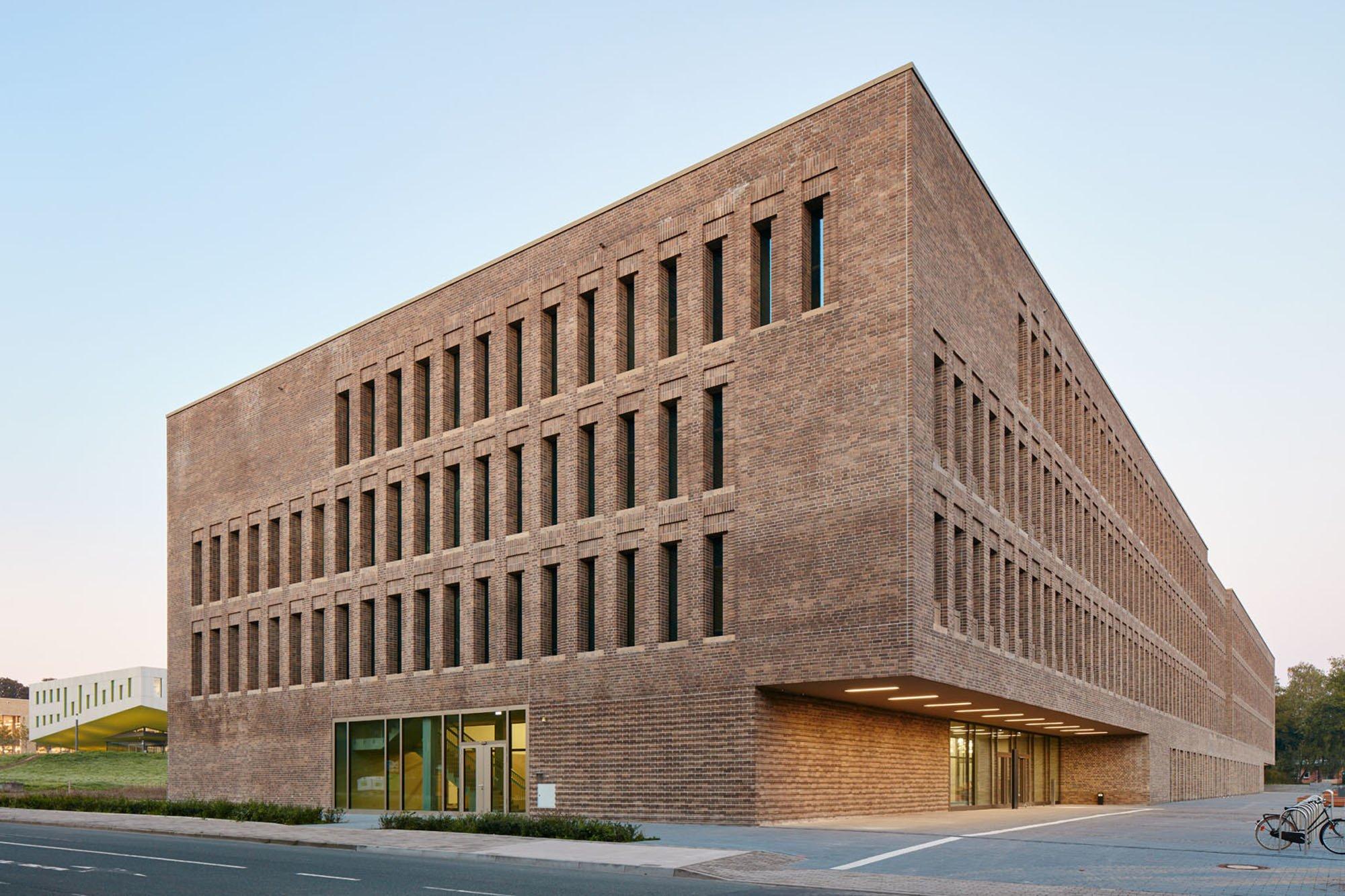 Bibliothek campus westerberg in osnabr ck mauerwerk for Uni architektur