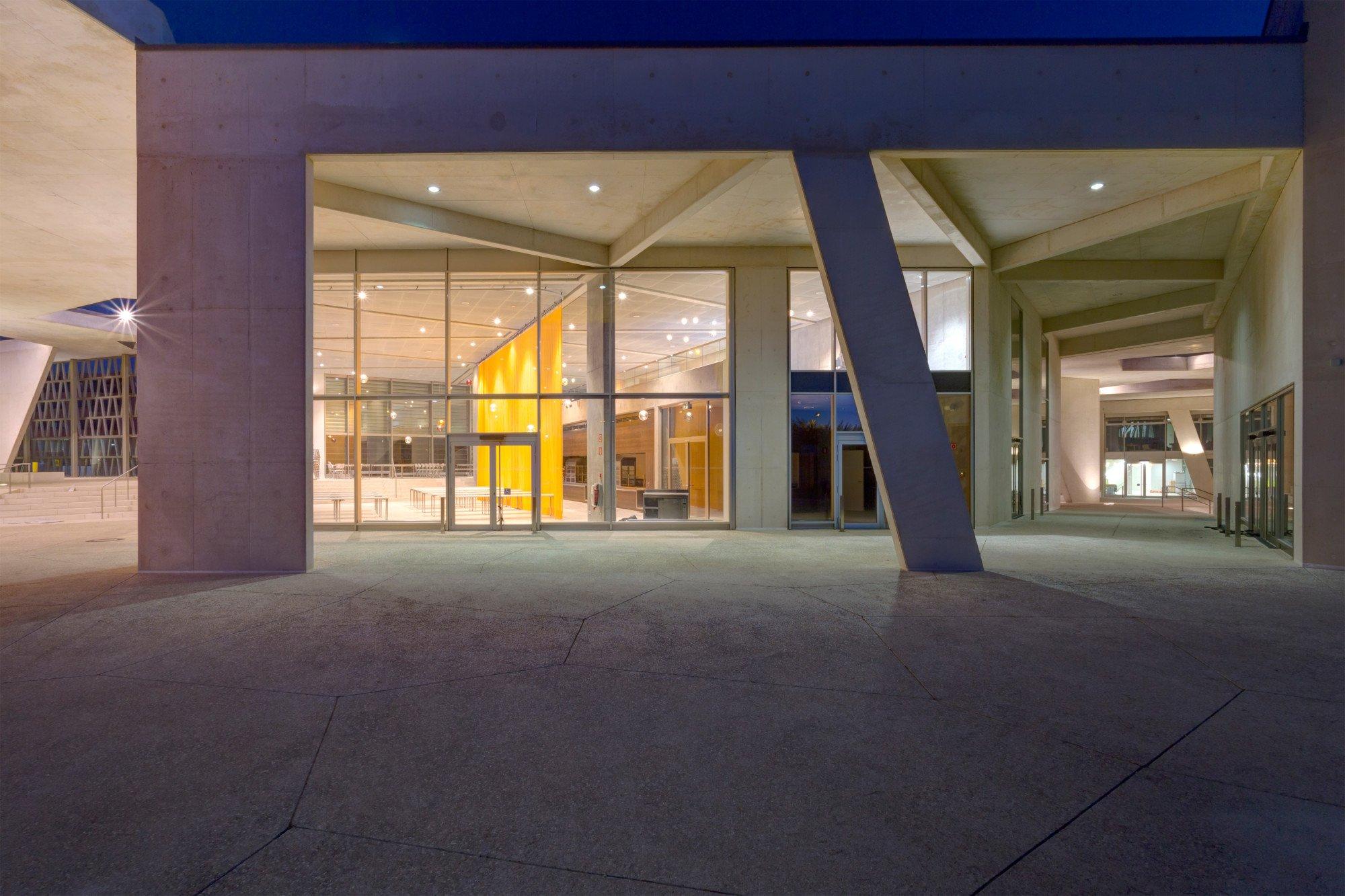 Deutsche Schule in Madrid | Glas | Bildung | Baunetz_Wissen