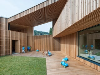 Der neue Kindergarten befindet sich im Dorfkern von Niederolang