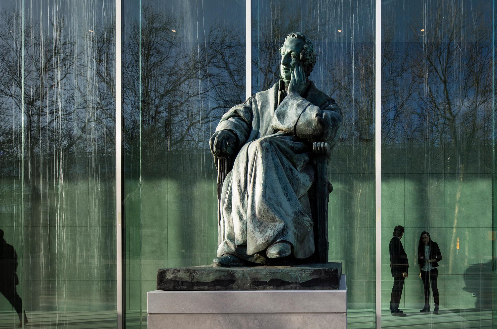 Gerichtshof der Niederlande in Den Haag | Glas | Büro/Verwaltung ...