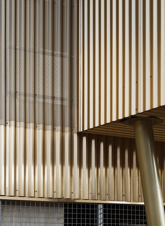 Innenarchitektur Fassade Mit Blech Verkleiden Galerie Von Die Rippen Der Großformatigen Bleche Verlaufen Vertikal,