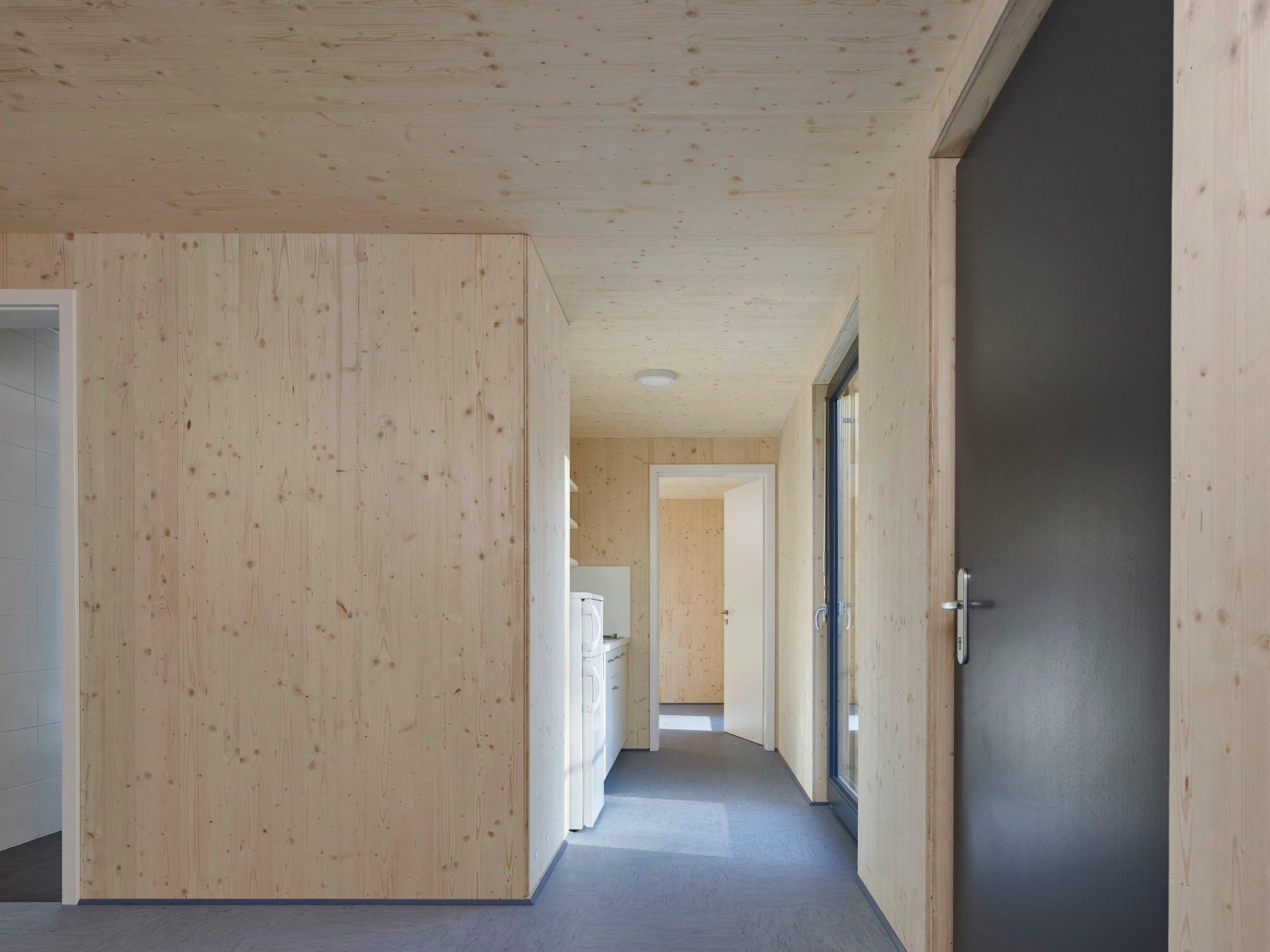 Modulbauten als Flüchtlingsunterkunft in Winnenden | Flachdach ...