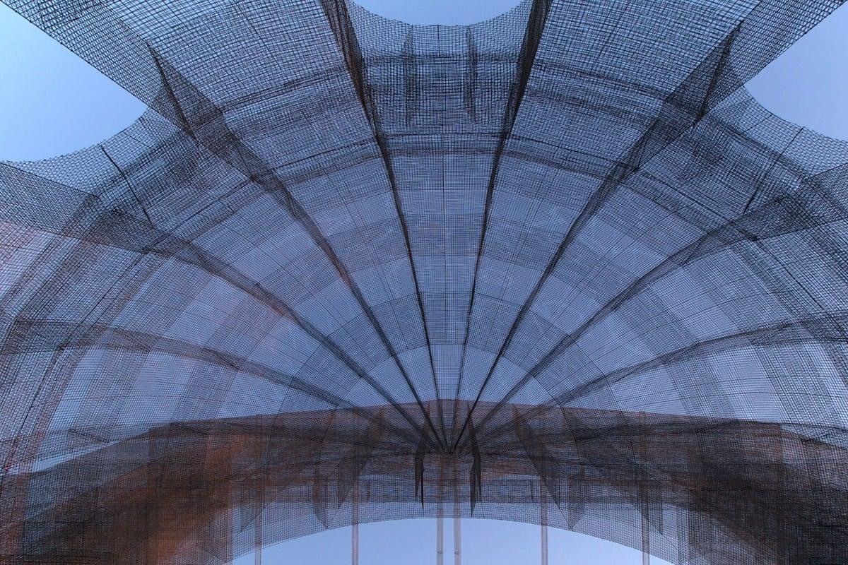 Basilika aus Drahtgewebe | Fassade | News/Produkte | Baunetz_Wissen