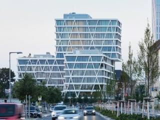 Die neue Unternehmenszentrale des Stromübertragungsnetzbetreibers 50Hertz wurde nach Plänen des Grazer Büros Love architecture and urbanism errichtet