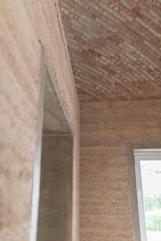 Sowohl Der Lehm Für Die Wände Als Auch Die Ziegel Des Deckengewölbes Sind  Frei Von Schadstoffen Und Wirken Sich Positiv Auf Das Raumklima Aus