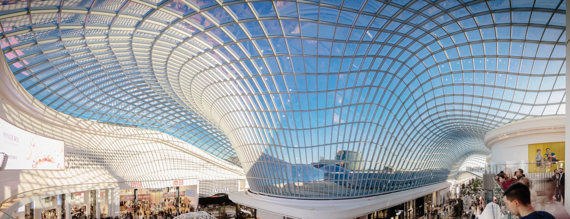 Aus Der Dreidimensionalen Dachgeometrie Ergibt Sich Eine Individuelle  Sphärische Krümmung In Jedem Glas