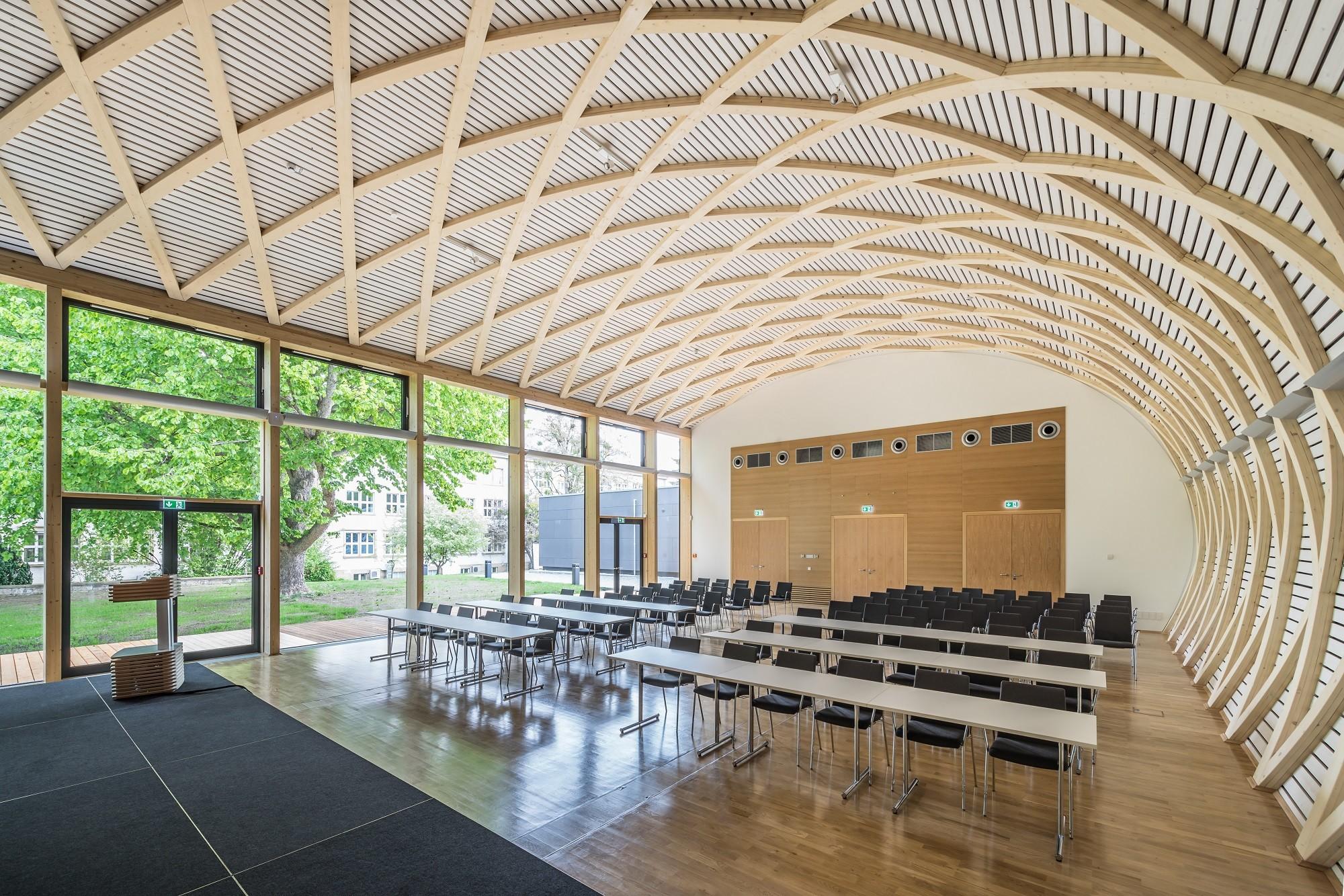 konferenzzentrum ihd in dresden nachhaltig bauen bildung baunetz wissen. Black Bedroom Furniture Sets. Home Design Ideas