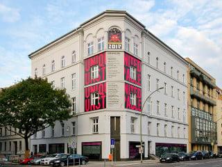 Ein Gebäude für Street-Art ist das Urban Nation Museum for Contemporary Urban Art Stree-Art in Berlin Schöneberg