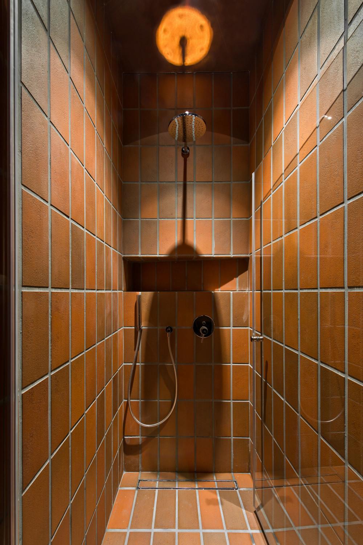 apartment bazillion in vilnius fliesen und platten wohnen baunetz wissen. Black Bedroom Furniture Sets. Home Design Ideas