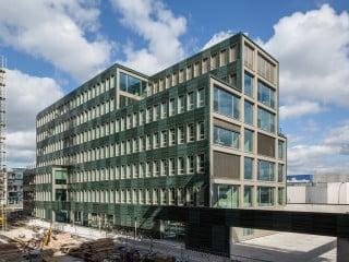 Andreas Heupel Architekten planten das siebengeschossige Bürohaus am Ufer des Stadthafens von Münster