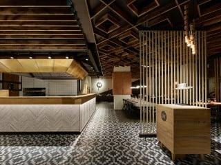 Für die Steakhauskette Maredo entwickelte Ippolito Fleitz Group ein neues Corporate Design, dass von den Mustern in den Ponchos der Gauchos inspiriert ist