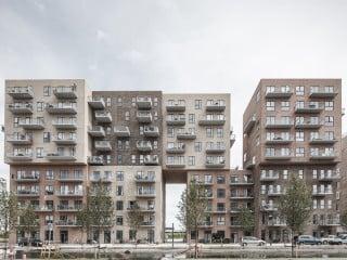 Der Wohnkomplex Cubic Houses entstand im neuen Stadtquartier Ørestad Syd nach Plänen von ADEPT