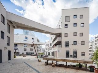 Das Wohnprojekt wagnisART befindet sich auf einem ehemaligen Militärgelände im Norden Münchens. Es entstand nach Plänen der Münchner Architekturbüros Bogevisch und SHAG Schindler Hable Architekten