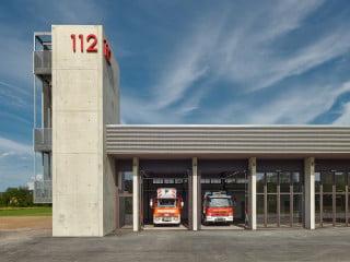 Die Feuerwache Zipfelbach nach Plänen von Drei Architekten ist die dritte Station der Freiwilligen Feuerwehr in Winnenden (Westansicht)