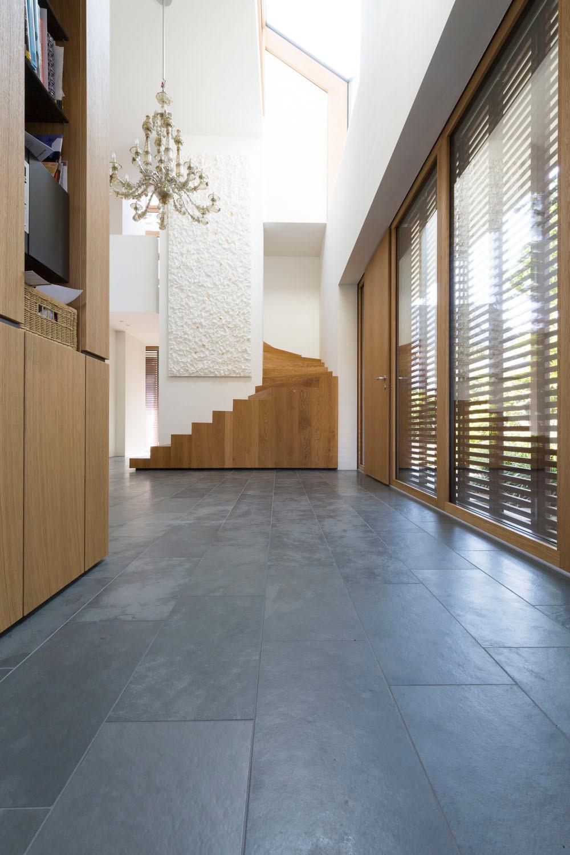 versetzte ebenen holz fussboden dachschraege design, stadtvilla in stuttgart | schiefer | wohnen/efh | baunetz_wissen, Design ideen
