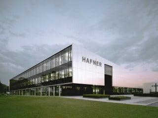 Das Verwaltungs- und Produktionsgebäude Philipp Hafner in Fellbach wurde von Gernot Schulz Architektur aus Köln und Gellink + Schwämmlein Architekten aus Stuttgart geplant