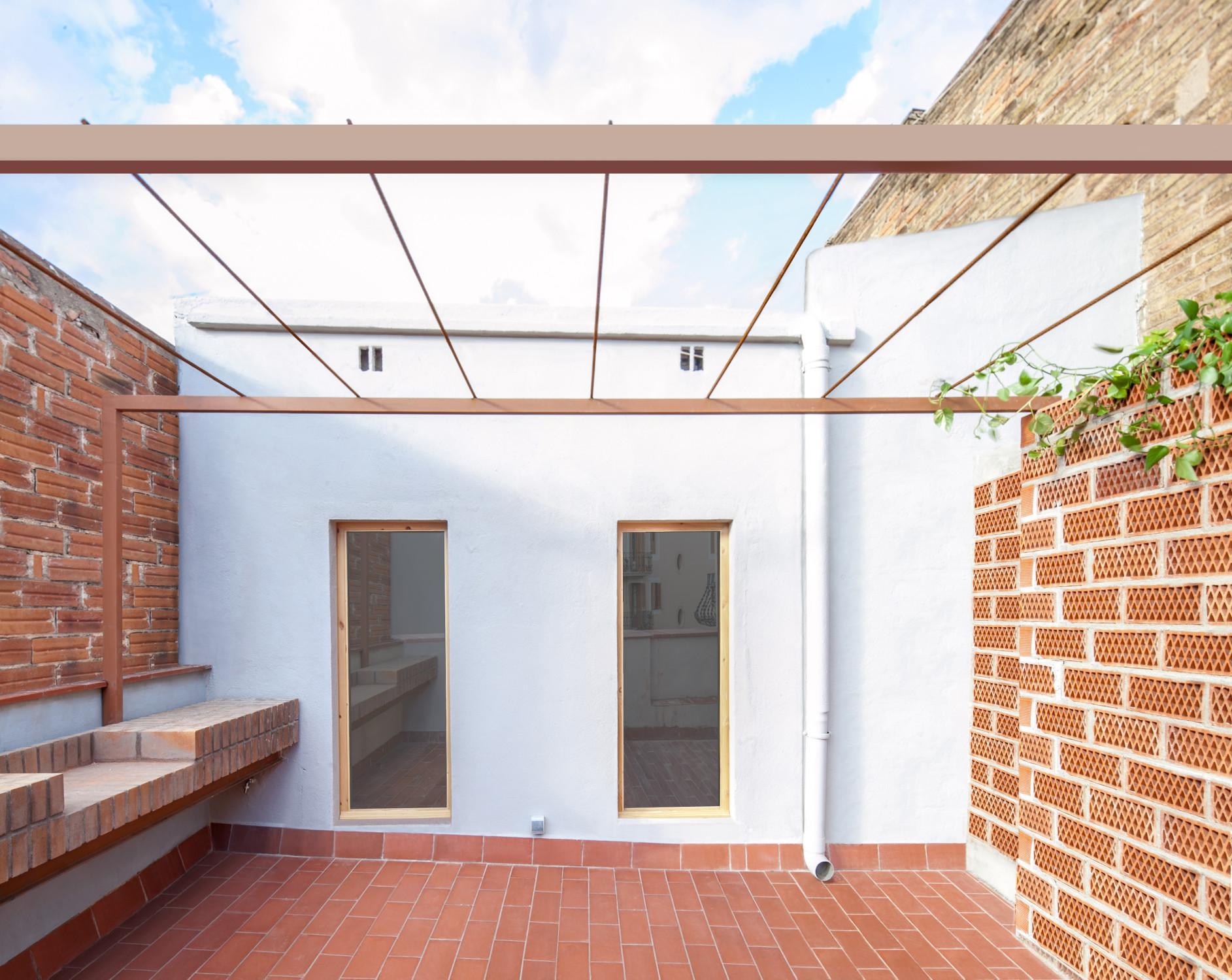 dachgeschosswohnung in barcelona fliesen und platten wohnen baunetz wissen. Black Bedroom Furniture Sets. Home Design Ideas