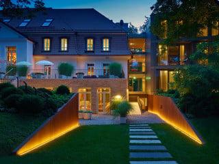 Das Lichtkonzept des Hotel-Ensembles La Maison trägt maßgeblich dazu bei, Alt und Neu miteinander in Einklang zu bringen.