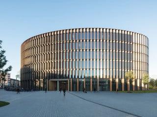 Der Freiburger Rathausneubau entstand nach Plänen von Ingenhoven Architects