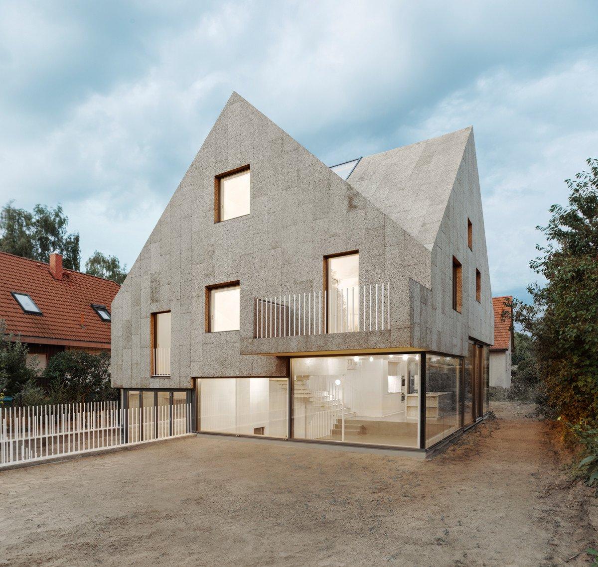 Viergiebelhaus In Berlin Geneigtes Dach Wohnen