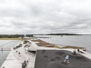 Im Zusammenspiel von Architektur und Natur bietet der Vestre Fjord Park im Norden vom dänischen Jütland eine belebte Erholungs-, Sport- und Erlebnislandschaft.