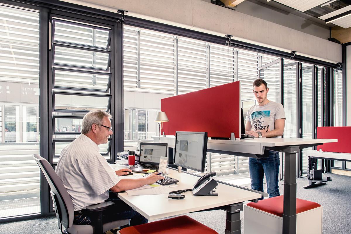Solarlux campus in melle heizung b ro gewerbe for Verstellbare schreibtische