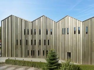 Der Campus der Hochschule Esslingen wurde um ein neues Laborgebäude nach Plänen von Knoche Architekten erweitert.