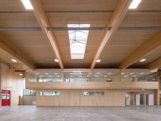 Der von Kreiner Architekten entworfene Neubau für die Möbelmanufaktur Faustmann vereint unter einem Dach die Planung, Logistik und Produktion, die sich zuvor an zwei Standorten befanden.