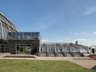Das dem Großen Tropenhaus im Botanischen Garten Berlin vorgelagerte Victoriahaus wurde ab 2013 nach Plänen des Berliner Architekturbüros Haas saniert.