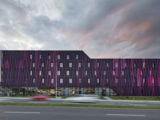 Das Hotel Tivoli nach Plänen von Cross Architecture ist ein Blickfang an der nördlichen Zufahrt Richtung Aachener Stadtzentrum.