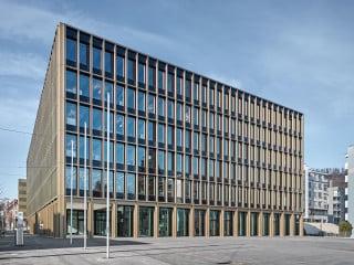 In Kriens bei Luzern haben Burkard Meyer Architekten das neue Stadthaus errichtet.